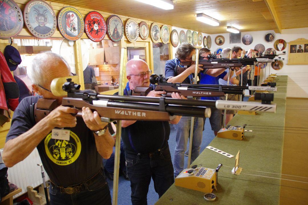 Zimmergewehr schießen. Foto: Familie Schicht